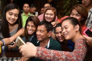 philippines president rodrigo duterte taking selfies with supporters