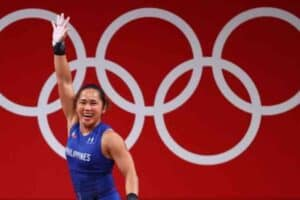 weightlifter hidilyn diaz wins first gold medal for philippines